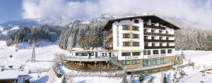 """Friedlich liegt es da das Hotel """"Waldfriede""""..."""