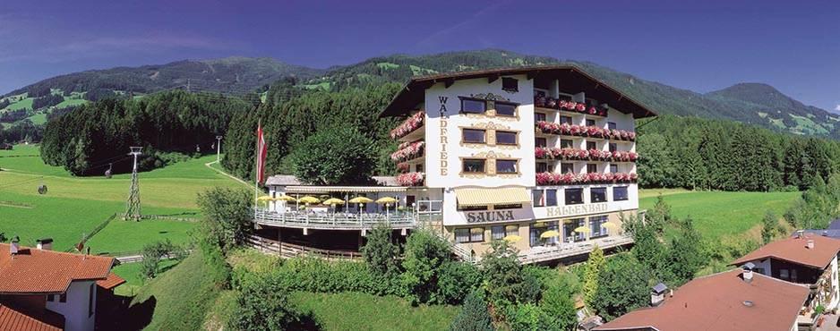 """Macht seinen Namen alle Ehre: Das Hotel """"Waldfriede"""" im Zillertal..."""