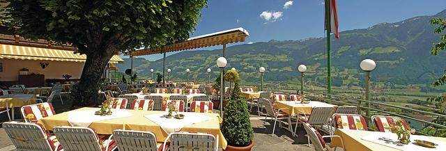 Hier nach einer ausgiebigen Wanderung im Sommer sitzen? Das Hotel Waldfriede macht´s möglich...