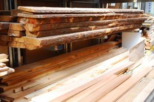 Das Holzlager eines kleinen Handwerksbetriebes in Tirol