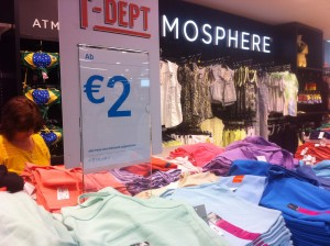 Shirts um 2 €. Dafür bekommt man in Innsbruck kaum ein belegtes Brötchen.