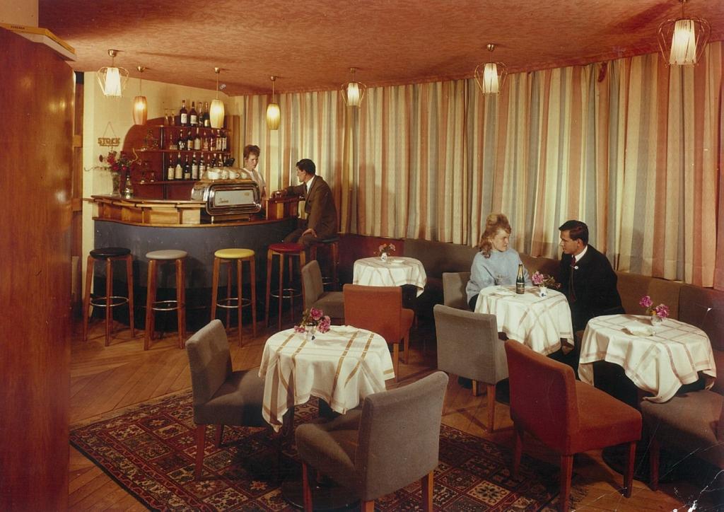 """So sah es vor einigen Jahrzehnten in der Bar  vom """"Hochfirst"""" aus. Ein Beleg: Zeiten ändern sich (Bild: Archiv Hotel Hochfirst)"""