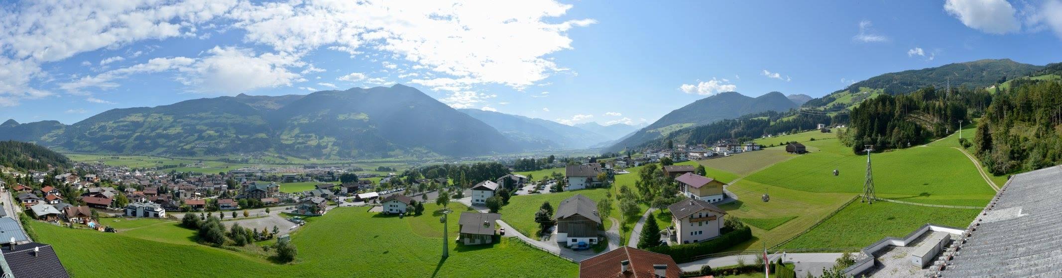 """Wenn es schon mit der Musik und mir im Zillertal werden würde, blieb mir immer noch die Natur und das Panorama vom """"Hotel Waldfriede"""" aus..."""
