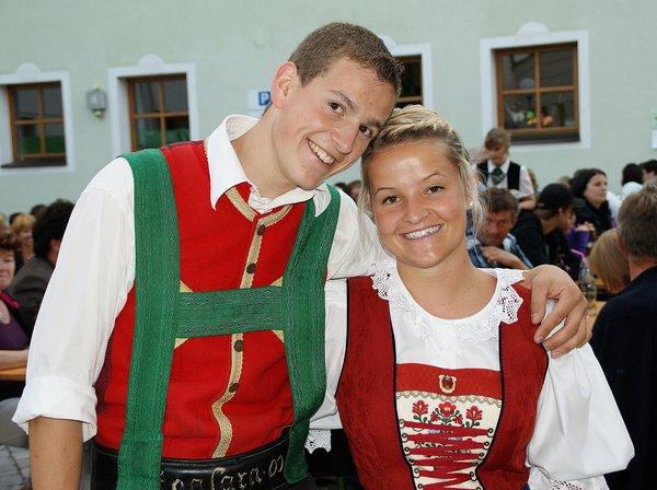 Auch wenn es nicht alle glauben: In Tirol tragen die jungen Leute nicht Tag und Nacht Tracht. Auch nicht im Kaiserwinkl.