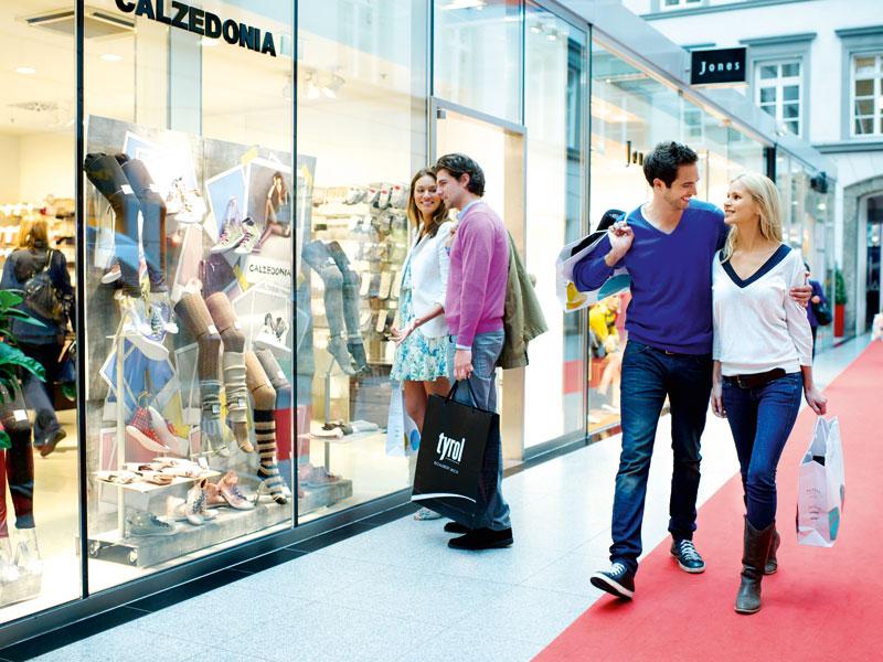 Ganz so stressfrei geht es vielleicht an Weihnachten dann doch nicht zu. Die Gesichter der Shopping-Freudigen sind aber ähnlich glücklich (Bild: TVB Innsbruck)