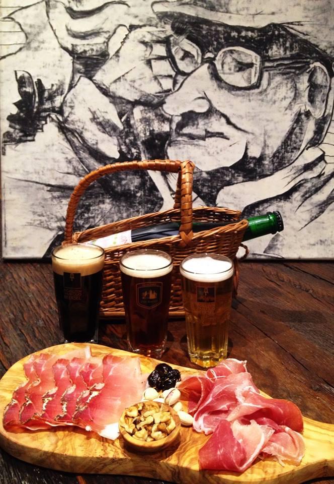 In Zukunft wird im Tribaun auch auf Kulinarik gesetzt werden. Das perfekte Bier zum perfekten Speck. Zum Beispiel.