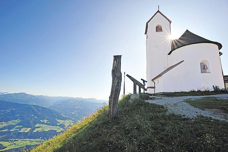 Ein bisschen fromm sind wir schon: Wallfahrtskirche auf der Hohen Salve
