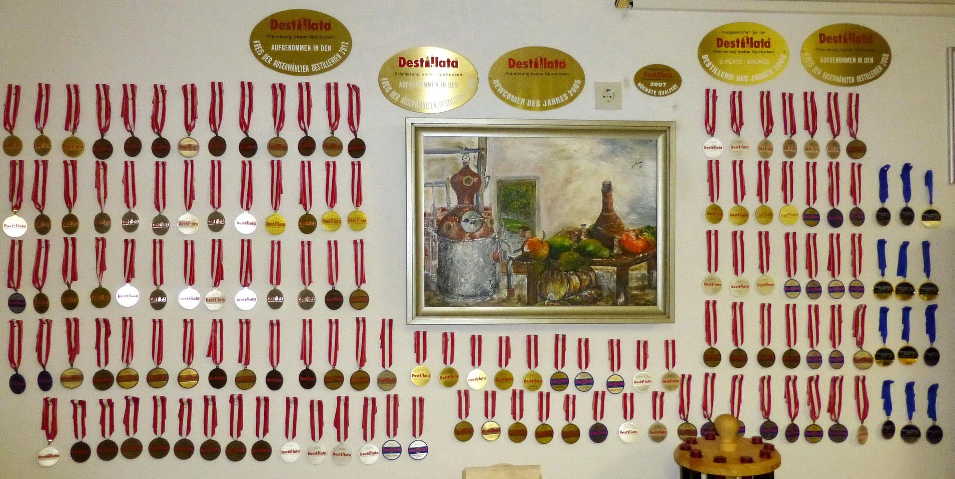 Hochdekoriert: Die Edelbrennerei Franz Kostenzer am Achensee (Bild: www.schnaps-achensee.at)